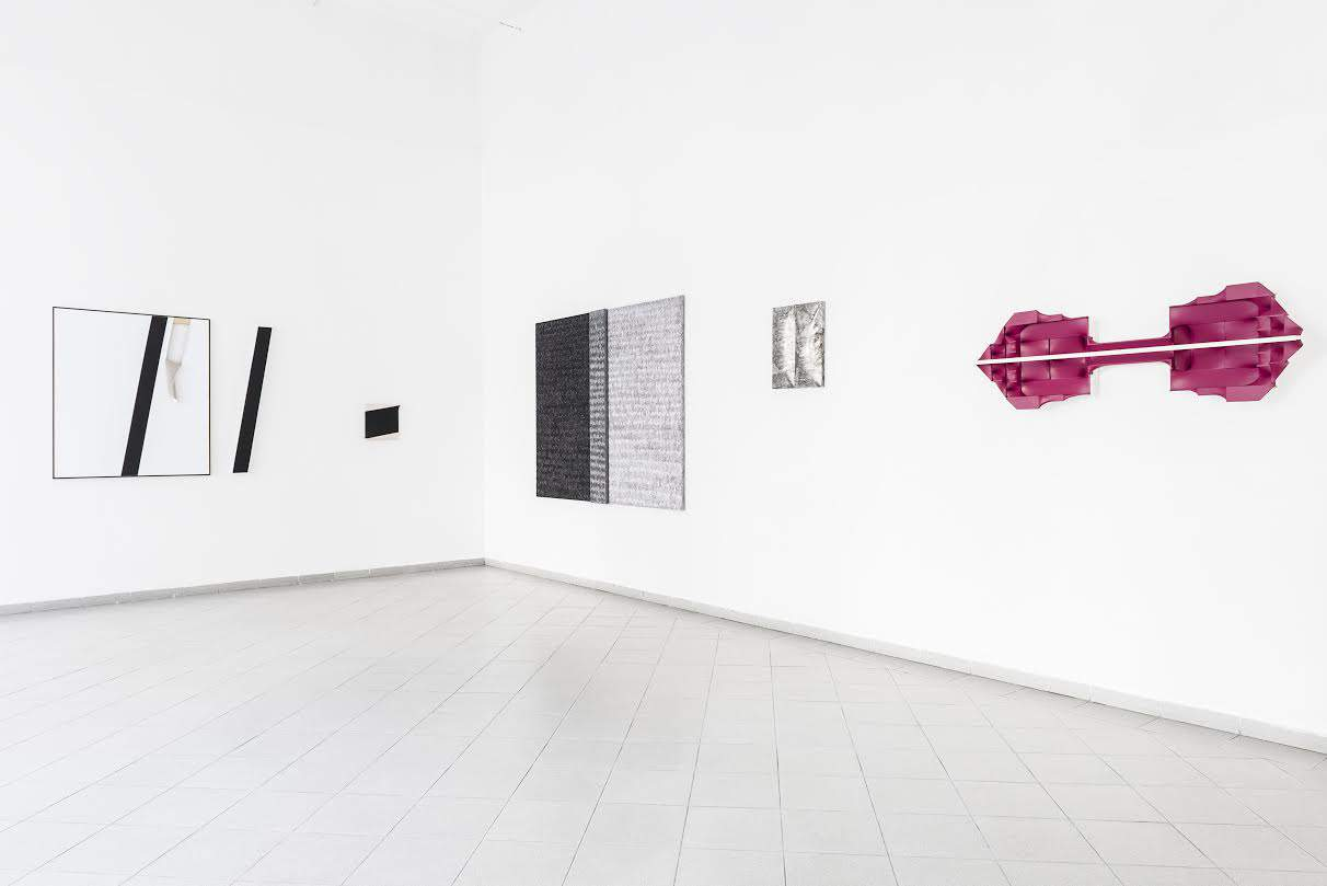 """Display view, exhibition """"Transitions"""", artists: Alicja Gaskon and Árpád Forgó, curator: Tomasz Piars, Platan Gallery, March 2016, Budapest"""