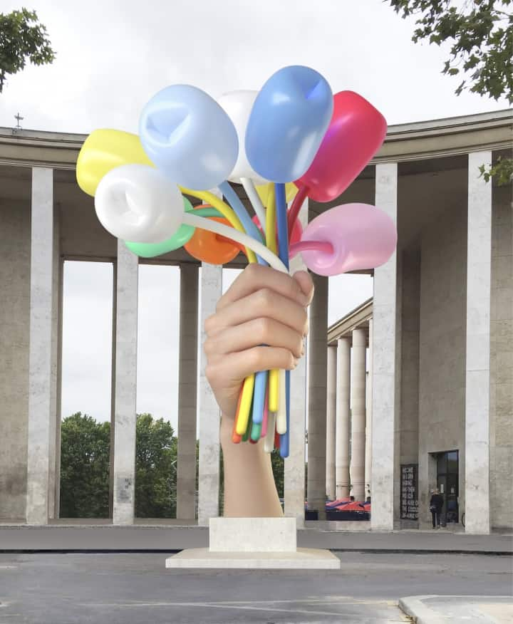 """Jeff Koons, """"Bouquet of Tulips"""" (2016), polychromed bronze, stainless steel, and aluminum; sculpture dimensions: 34 ft 1 1/2 in, (38 ft 3 in with base); width: 27 ft 3/4 in; depth: 33 ft 4 3/8 in (image © Jeff Koons, courtesy Noirmontartproduction, 3D rendering of the work in situ)"""