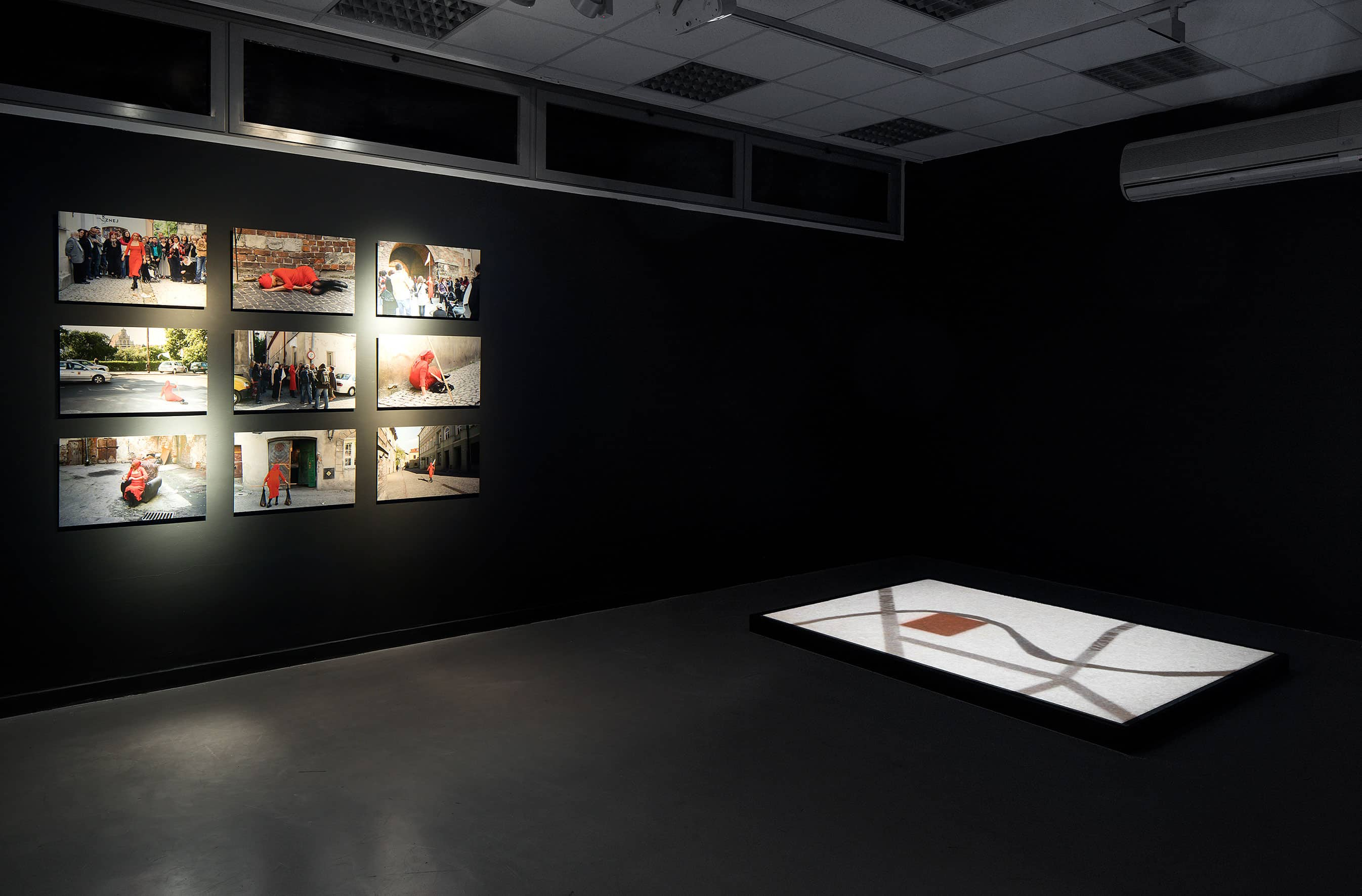 View from the exhibition 'Operations on places', on the left: 'Dispositions' Adina Bar-On, on the right: 'MapL' Mirosław Bałka, photo: Elad Sarig, courtesy of the Petach Tikva Museum of Art