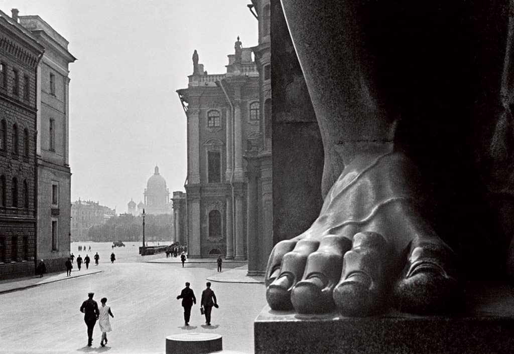 Boris Ignatowitsch, The Atlantes, 1931, Photograph. Courtesy the artist Hermitage and the Russian Pavilion