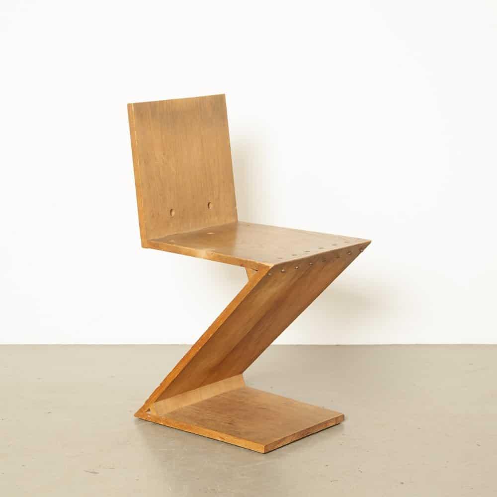 Zig Zag Chair, Gerrit Rietveld, 1934, source: www.vntg.com