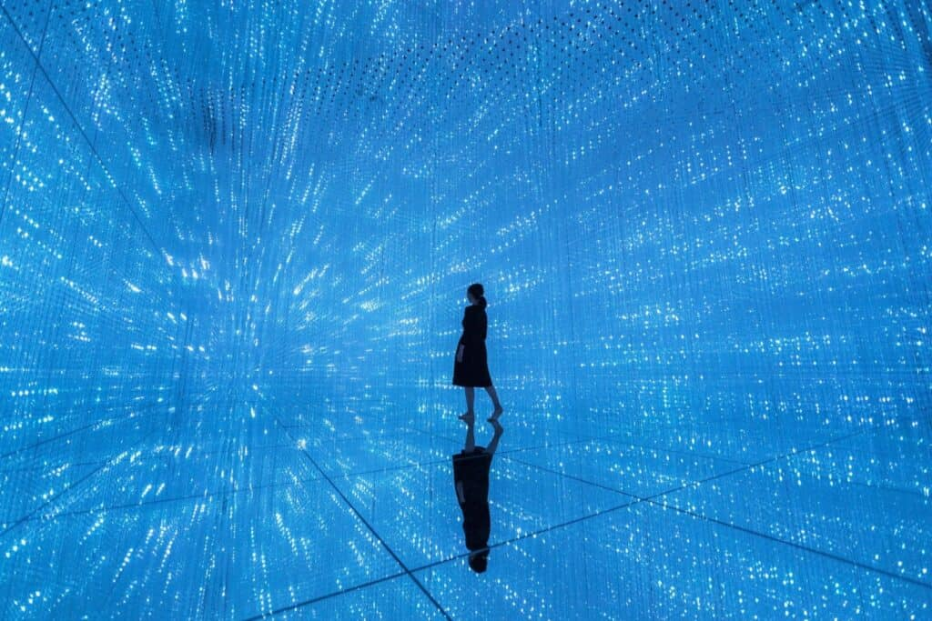 teamLab, The Infinitive Crystal Universe, 2018, Interactive Installation of Light Sculpture, LED, Endless, Sound: teamLab, Copyright teamLab, Courtesy Pace Gallery